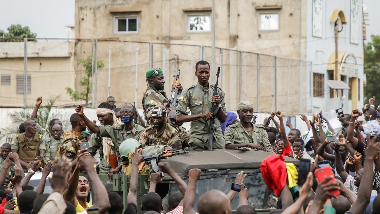 EN DIRECT - Mali: le président IBK démissionne après son renversement par les militaires